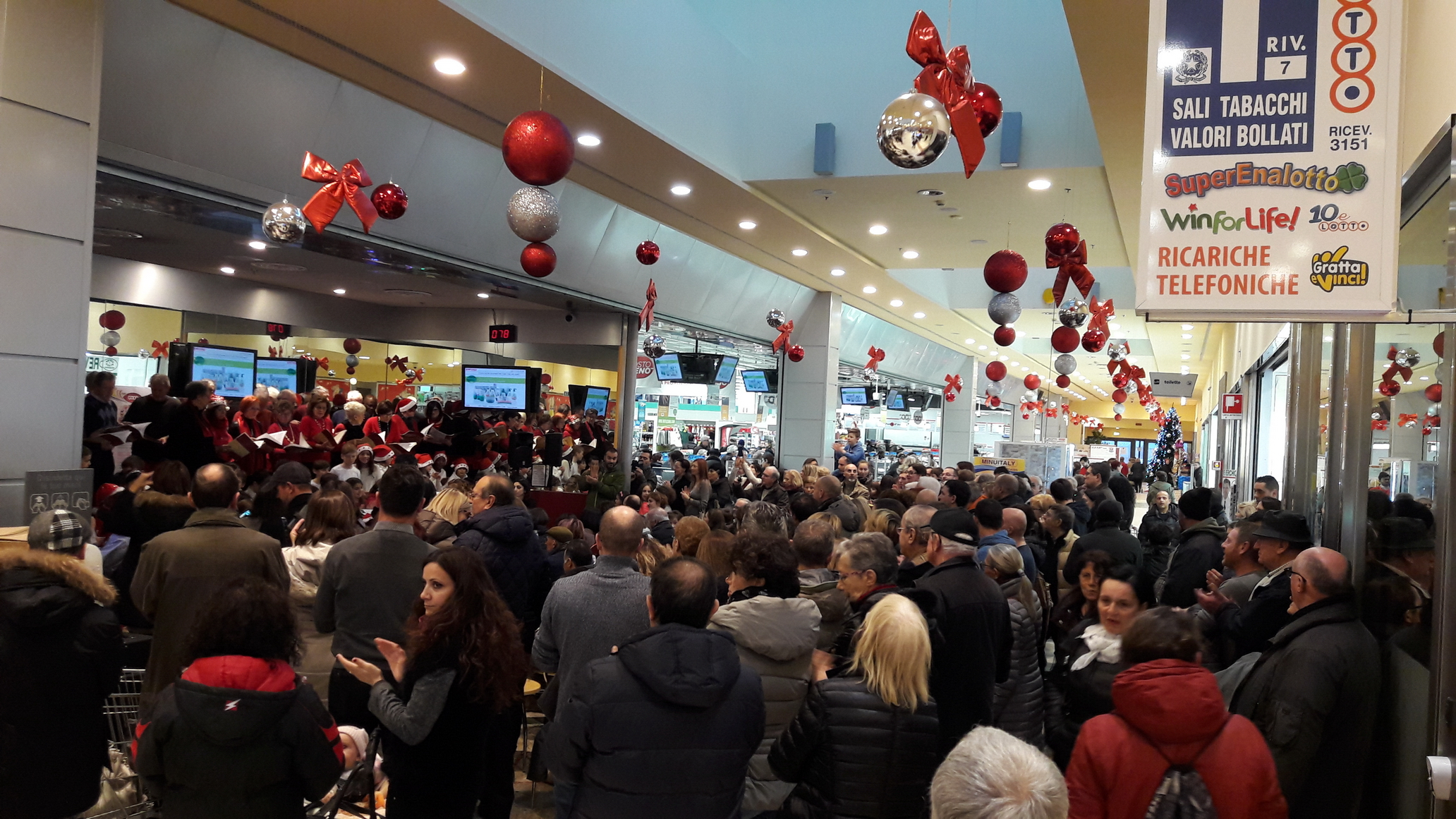Centro Commerciale Il Gallo - Galliate: Gallerie fotografiche. Evento del 20161217